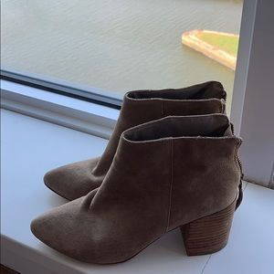 Steve Madden tan ankle bootie